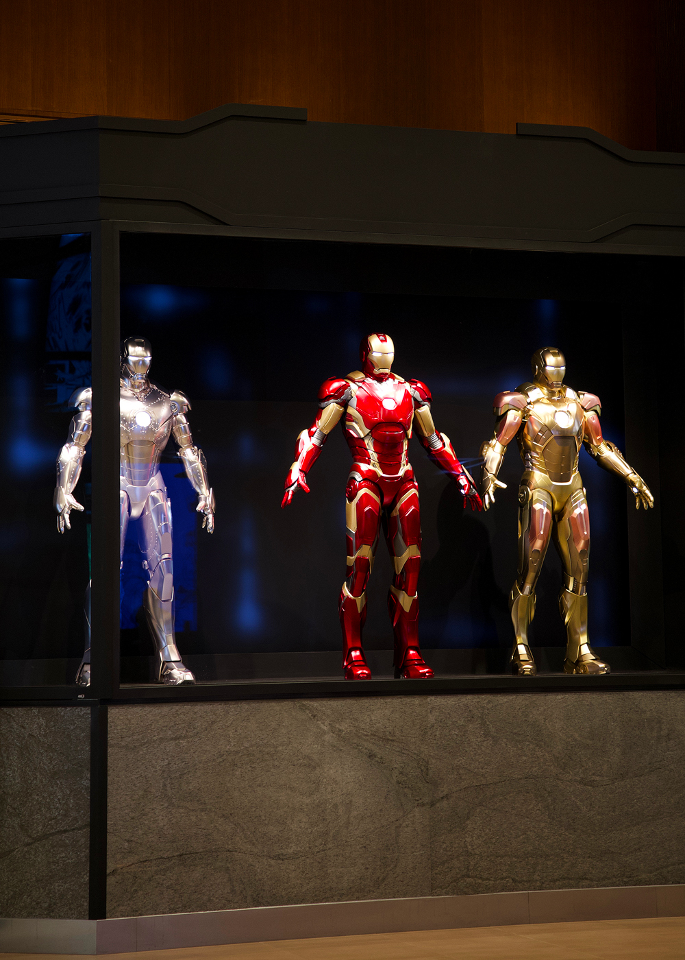 [Trip Report DLP] Découverte du Disney's Hotel New York – The Art of Marvel ! Zz_armors_1